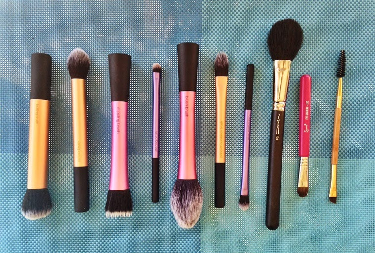 Real Techniques Buffing Brush, Real Techniques Contour Brush, Real Techniques Stipling Brush, Real Techniques Shading Brush, Real Techniques Blush Brush, Real Techniques Pointed Foundation Brush, Real Techniques Base Shadow Brush, MAC 129, Sigma E55,Tarte Bamboo Brow Brush