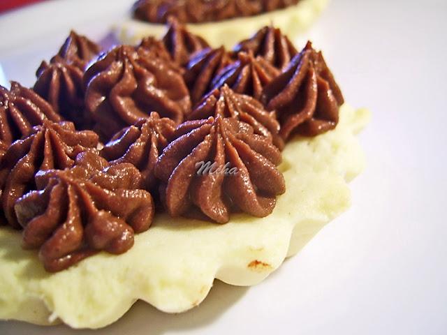 Mini tarte cu ciocolata