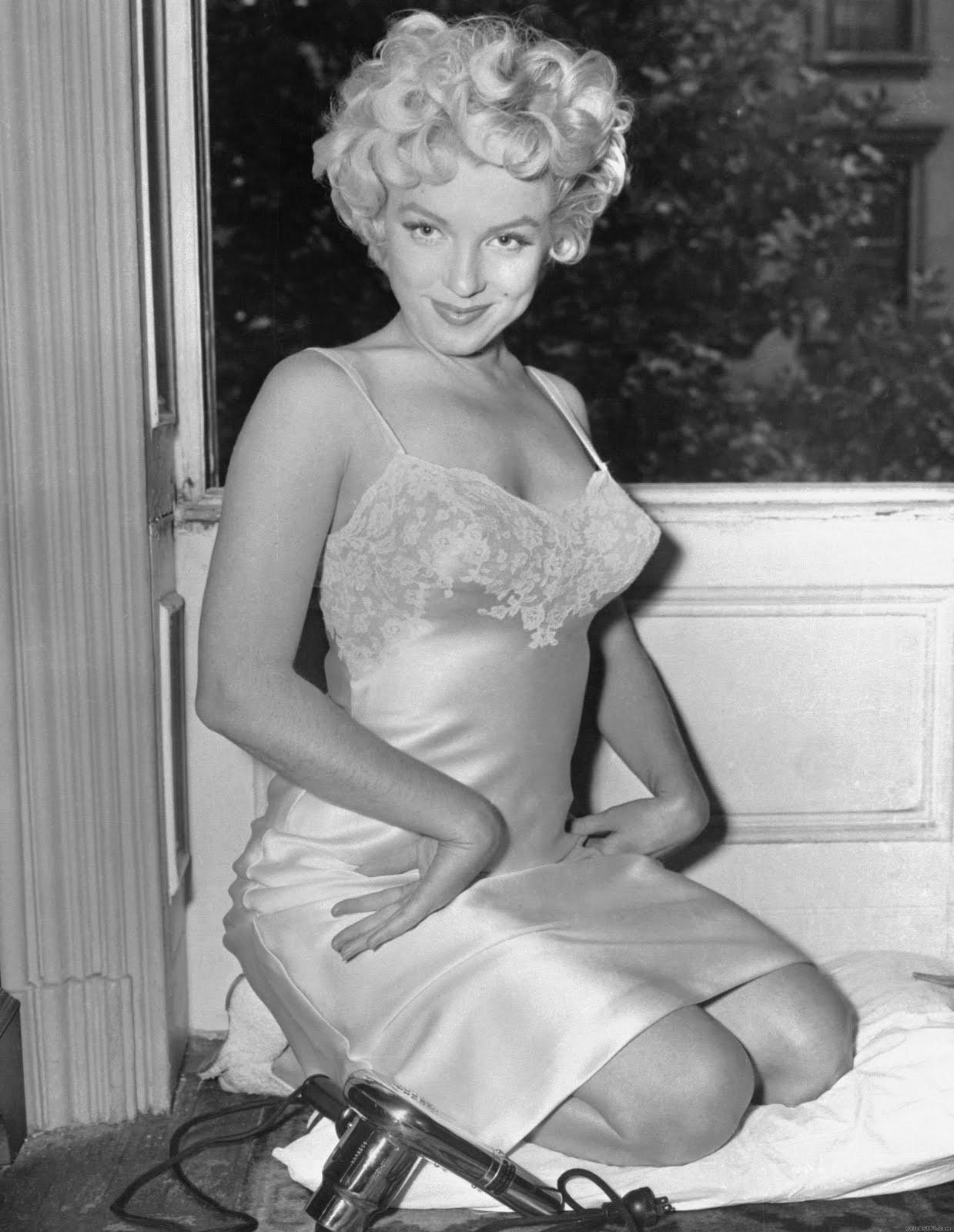 http://2.bp.blogspot.com/-zK8gWpVw5ww/TfJ5-3Kx2aI/AAAAAAAAFrU/A-jmIlXseb4/s1600/Marilyn+Monroe+90.jpg