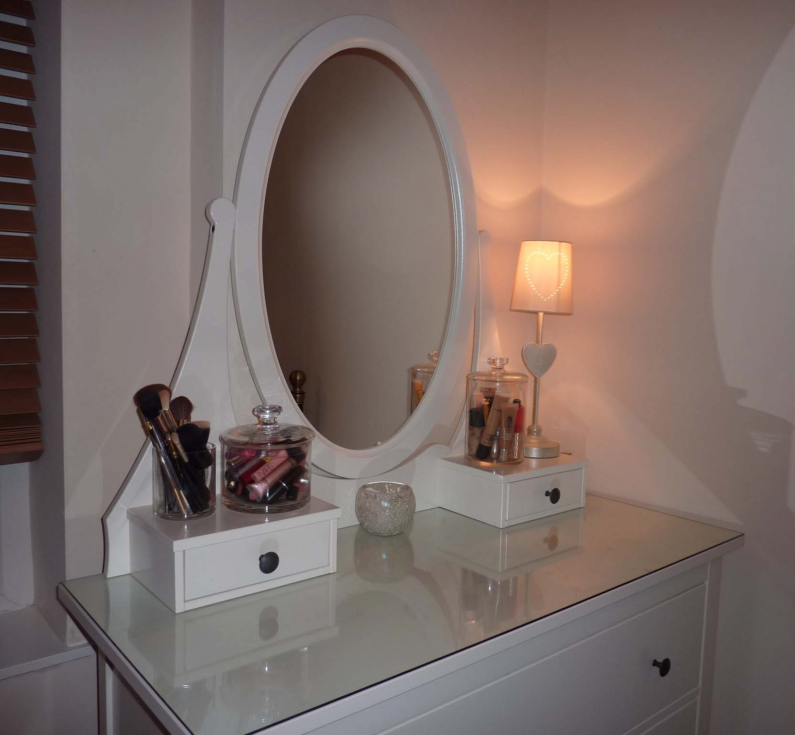 Beauty le chic make up storage part 1 for Ikea dressing table hemnes