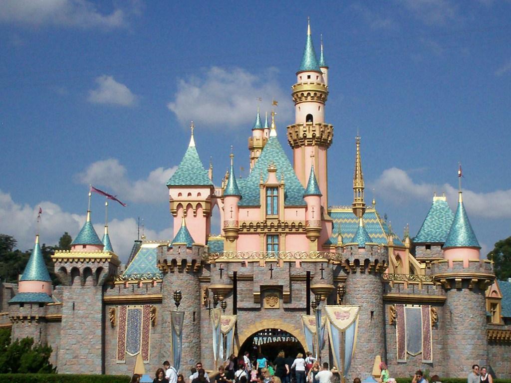 http://2.bp.blogspot.com/-zKNru30kG2I/TY6PytN77TI/AAAAAAAAAFo/J8k0LE-Jaq0/s1600/Disneyland_Castle_Wallpaper__yvt2.jpg