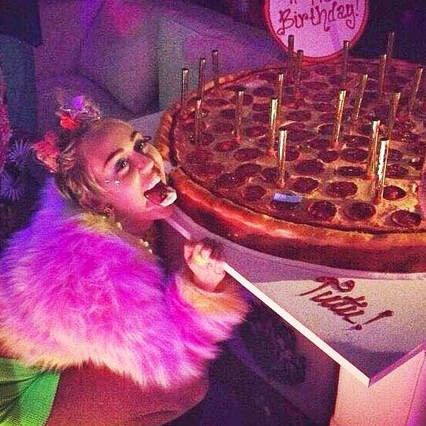 Miley Cyrus celebrates birthday with 'pizza cake'