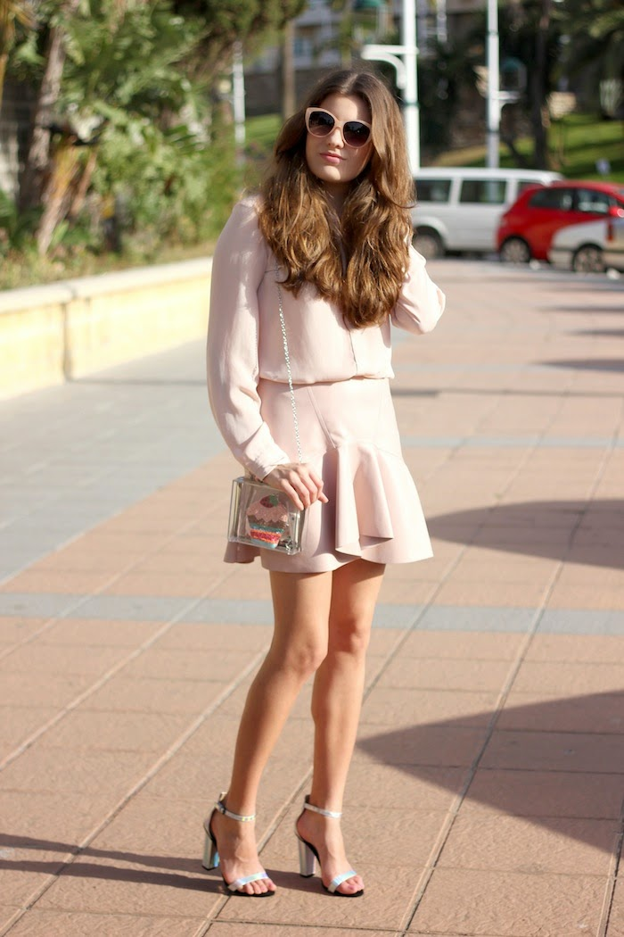 total_look_pink_rosa_outfit_falda_skirt_cuero_leather_zara_pastel_ss14_summer_2014_spring_streetstyle_cupcakes_clutch_transparente_stradivarius_angicupcakes02