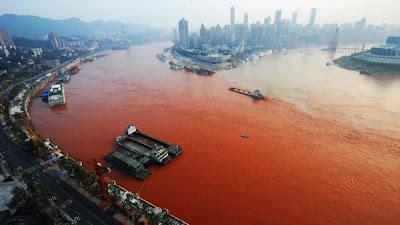 sungai yangtze bertukar merah