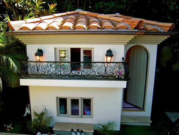 Blog da ju bley a quotcasinhaquot dos cachorros de paris hilton for 2 story dog house for sale