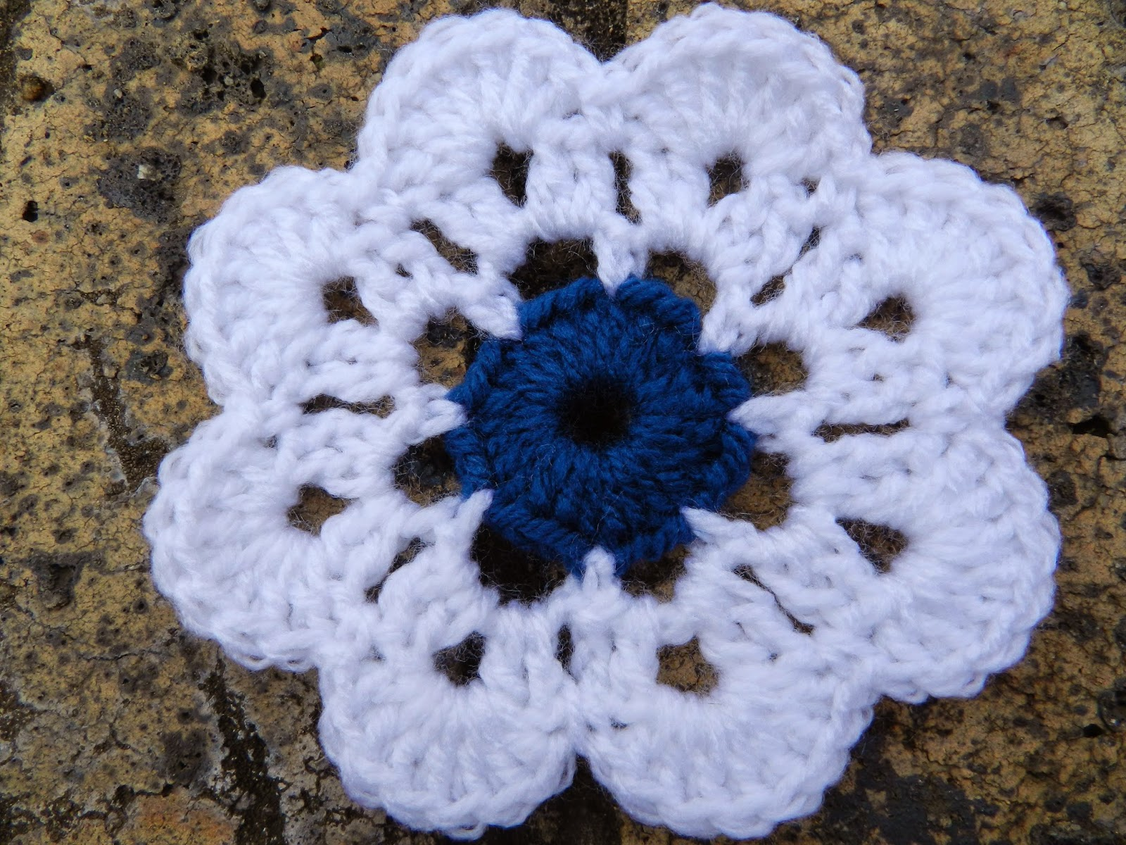 Sunshine and a sewing basket maybelle flower mandala pattern that gives us a stitch count of 24hdc including the 2ch i wanted a smaller circle to start the flower proceed with rows 2 row 4 as per pattern bankloansurffo Images