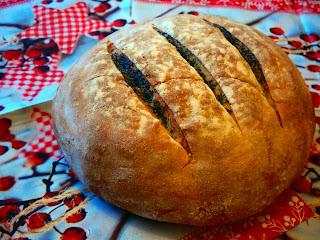 http://krzywakromeczka.blogspot.com/2013/12/chleb-mleczny-z-makiem.html