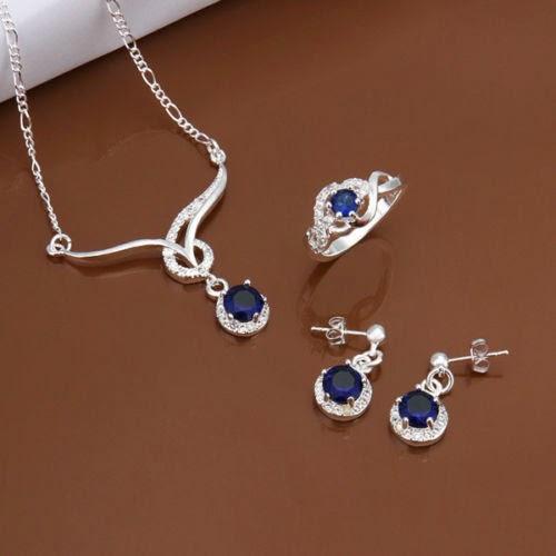 Satu set perhiasan perak