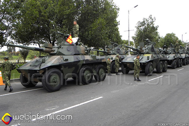 Ejercito Nacional Columna de vehículos blindados EE-9 Cascavel