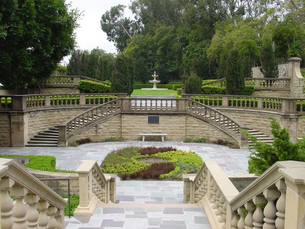 Mansion Backyard Wedding : Gardens Photo by Kark Gercens via gardenvisitcom