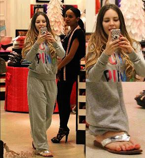 Belinda en sandalias