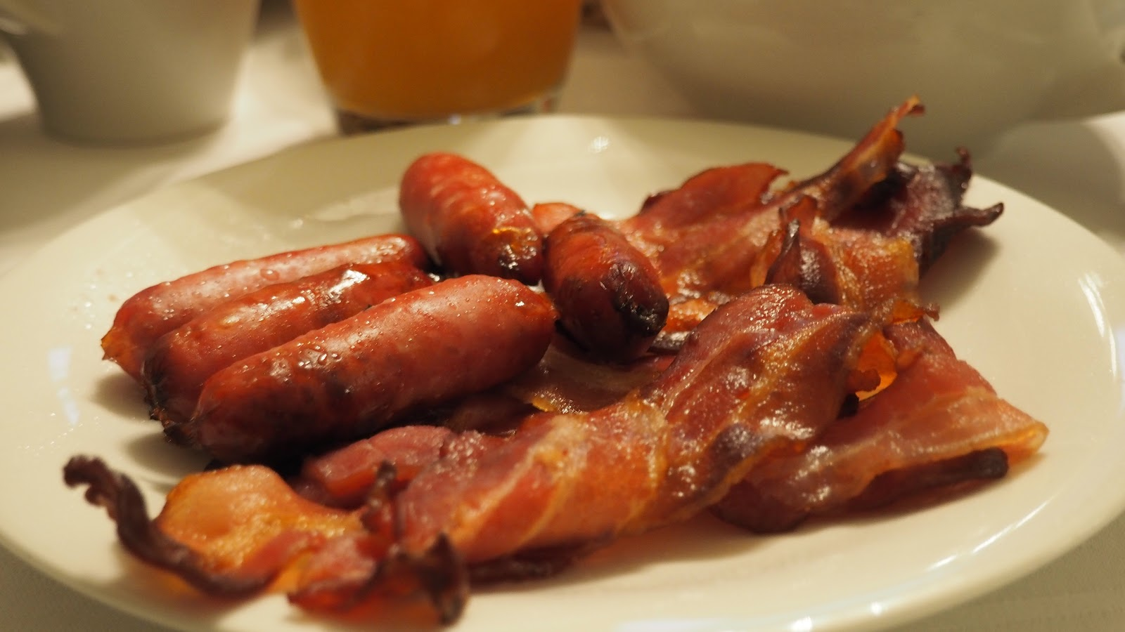 plate of sausages and bacon