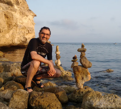 Piedras en equilibrio, land art, Agua Amarga,Planeta Bilbao