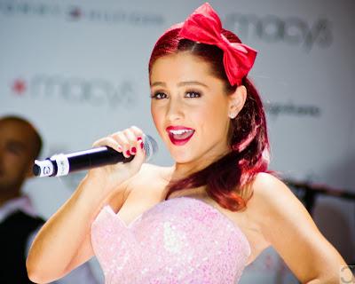 http://2.bp.blogspot.com/-zM8jF3I8fpA/UqyJPbGiBBI/AAAAAAAAAUE/fL2OCRe1VEg/s320/Ariana+Grande+Hair+Style+7.jpg