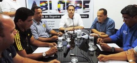 """#ablogpe2014 """"As mídias alternativas terão espaço no nosso governo"""", assegura Paulo Câmara"""