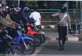 tertib lalu lintas dunialombaku.blogspot.com