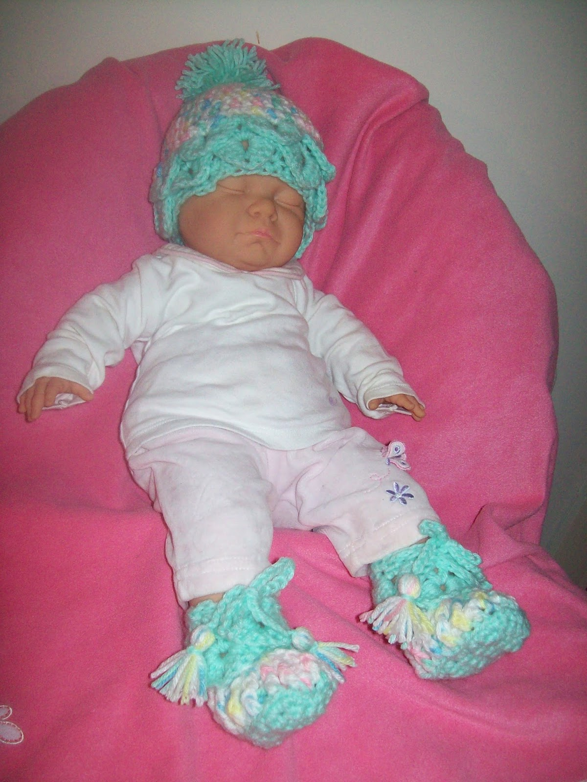 Free crochet patterns by cats rockin crochet crochet baby crocodile hat and slippers bankloansurffo Choice Image