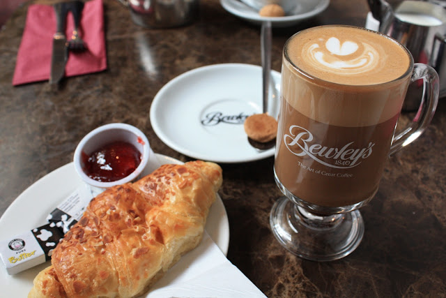 And not only because of the delicious coffee © Copyright Monika Fuchs, TravelWorldOnline
