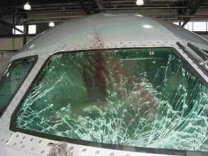 cermin kapal terbang pecah