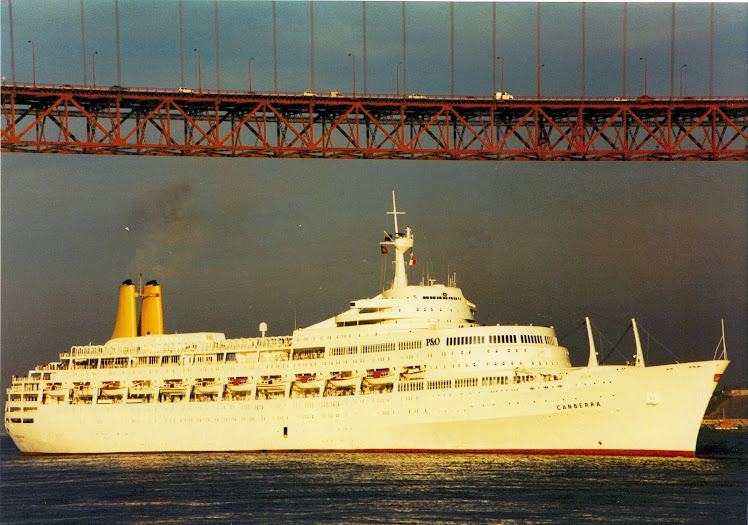 Canberra leaving Lisbon in the 80´s