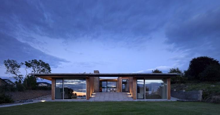 Squared villa petersen for Indoor outdoor home designs