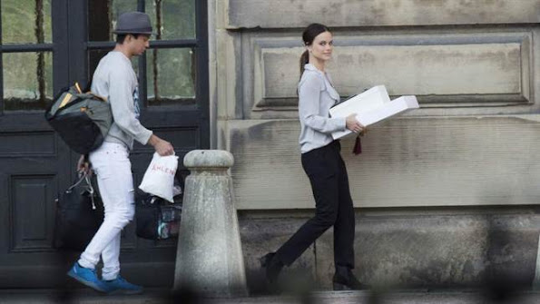 Sofia Hellqvist and friend William Värnild participated in a secret dress rehearsal for the wedding at the Royal Chapel