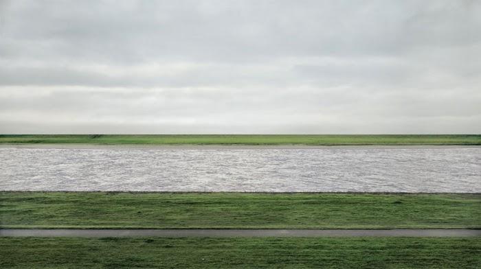Foto Termahal Dunia : Rhein II oleh Andreas Gursky