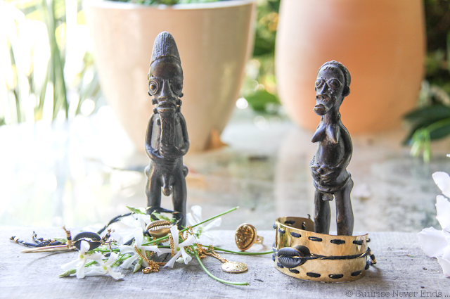 sathyne,bijoux,afrique,cauris,coquillage,or,dollars,dollar des sables,studettes,art africain