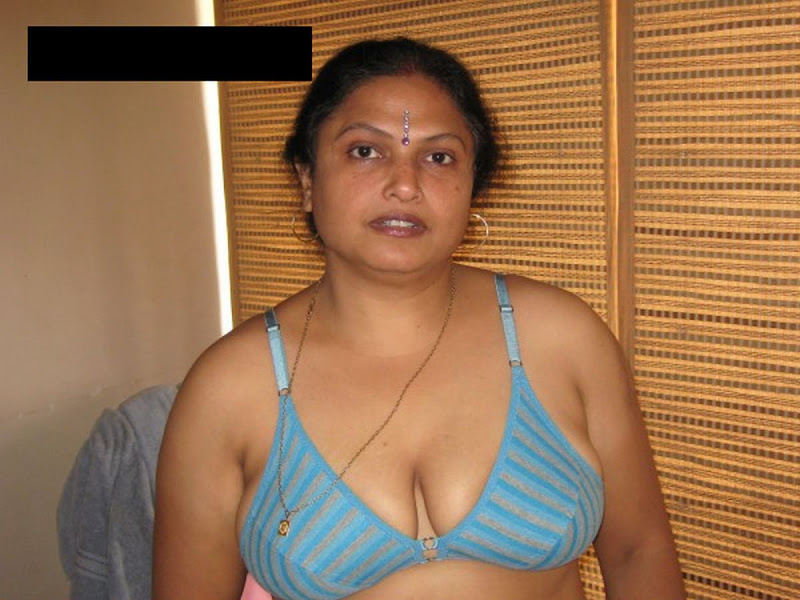Nude Desi Indian Aunty Showing Boobs And Pussy