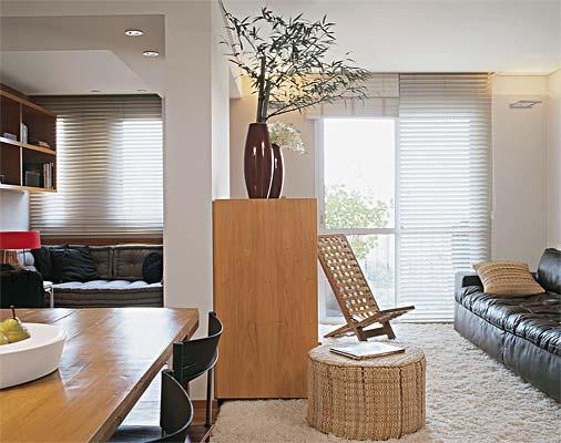 decoracao de interiores de salas pequenas:En una sala pequeña también se puede usar el puf como mesa, ya que
