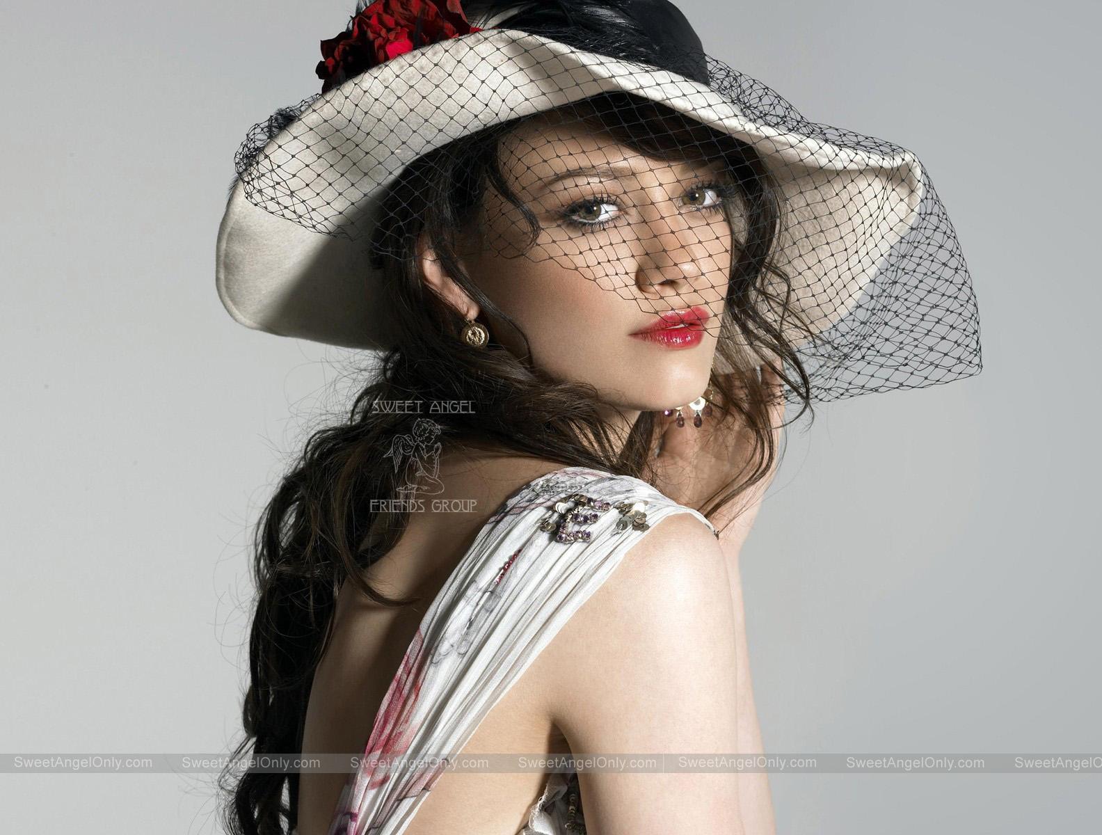 http://2.bp.blogspot.com/-zOD2tbumSOo/TmOSHNH4BGI/AAAAAAAAKLg/HPirsaM2uMk/s1600/beautiful-Hilary-Duff.jpg