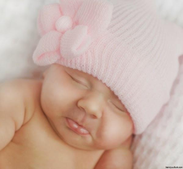 Image bébé fille naissance