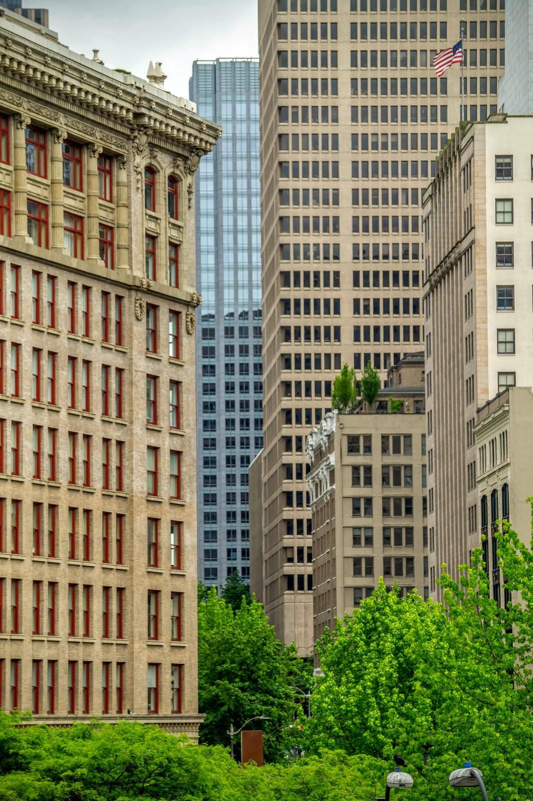 А такая архитектура чем-то даже напоминает Монреаль. Только здания выше.