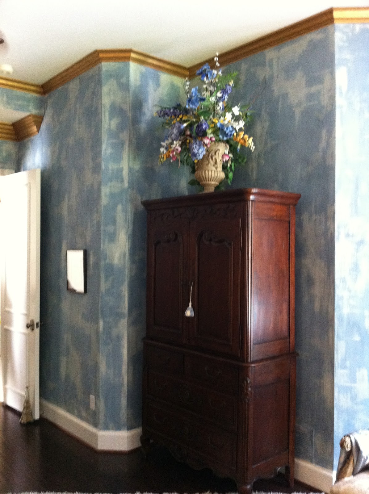 Beautiful chalk paint walls for How to paint a wall with chalk paint