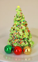 http://cookcleancraft.com/2013/12/popcorn-christmas-tree-tutorial/