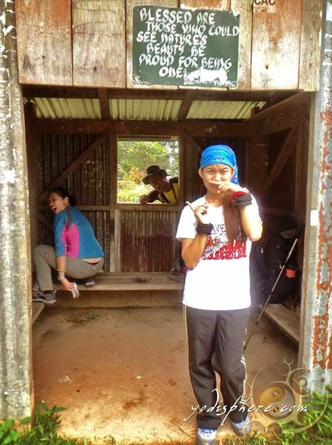 Mountaineer na tumatae ang baho hover_share