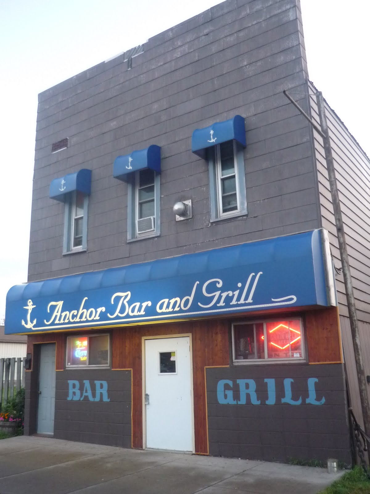 Smokin\' Chokin\' and Chowing with the King: Anchor Bar and Grill