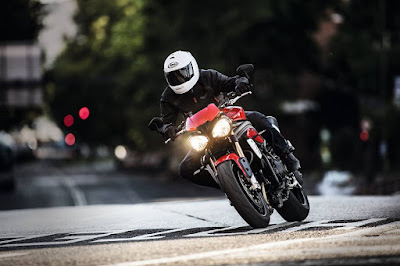 Foto Terbaru Triumph Unveils New 2016 Speed Triple R and S