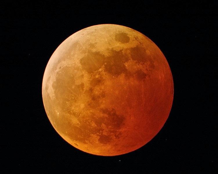 ¿Por qué la Luna se vuelve roja durante un eclipse lunar?