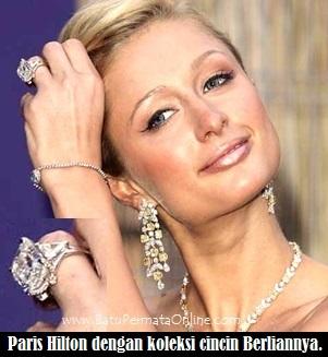 Paris Hilton dengan Cincin Berlian