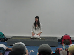 Gast Teacher Noeli Naima at the YogaExpo 2012 for Kamah Yoga Wear
