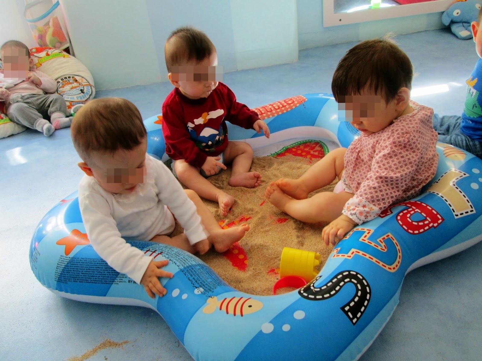 Sala dos beb s brincar com a areia for Piscina pequena bebe