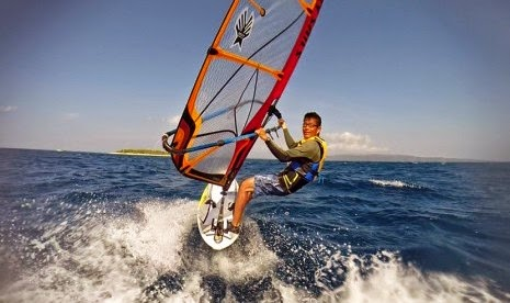 Lokasi terbaik untuk kitesurfing alias selancar angin di Pulau Tabuhan Banyuwangi