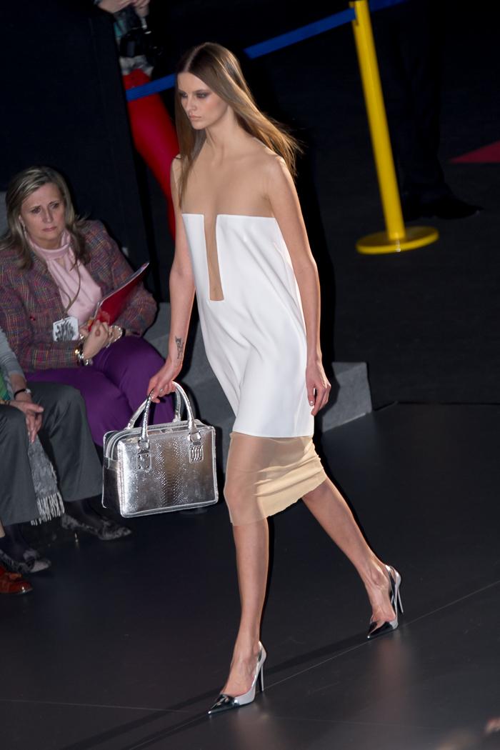 Vestido blanco con transparencias colección NEO de Juana Martín en Madrid Fashion Week blogger moda WOWS