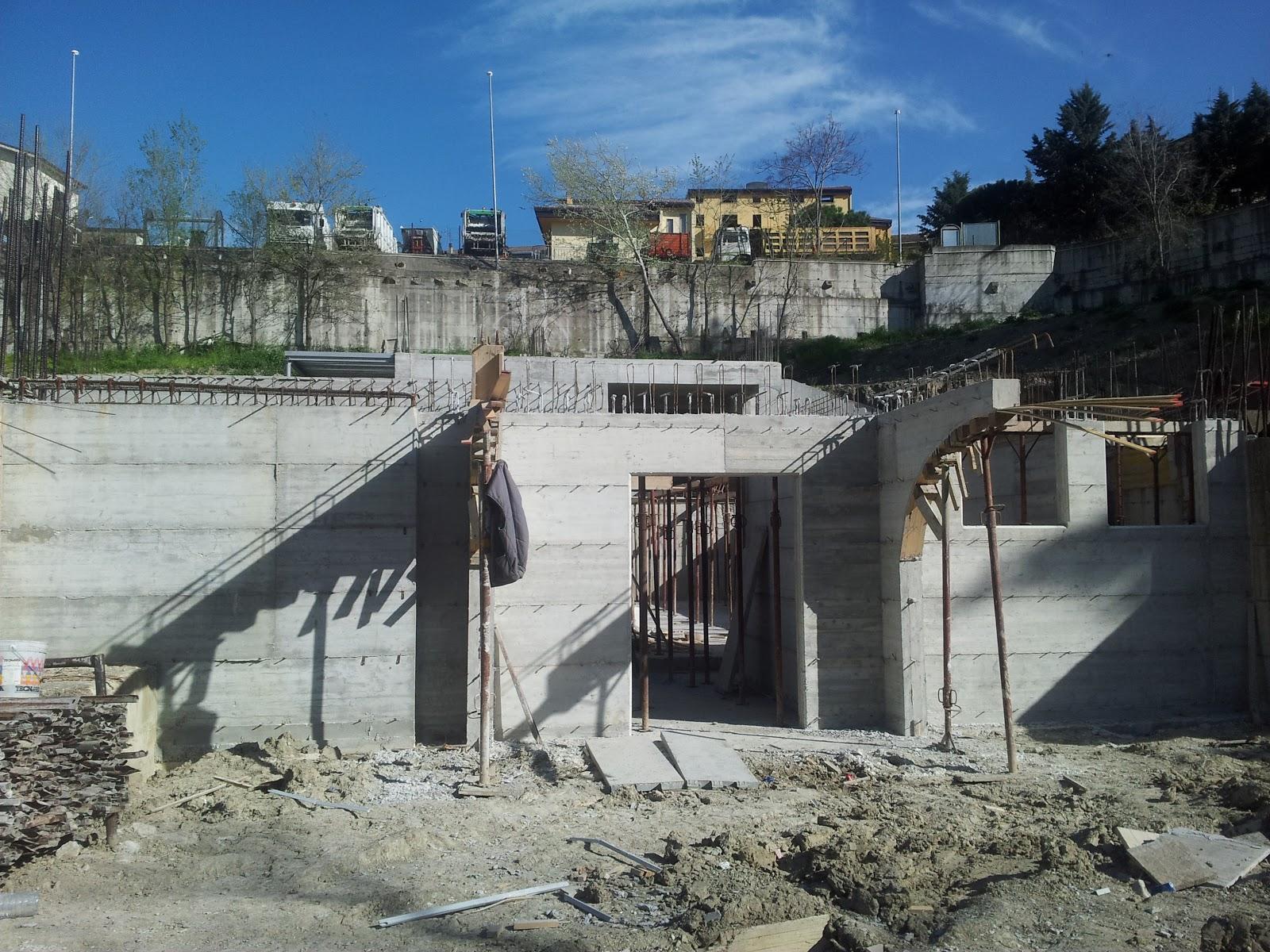 Blog di rocco viggiano continuano i lavori della piscina for Costi di costruzione della piscina