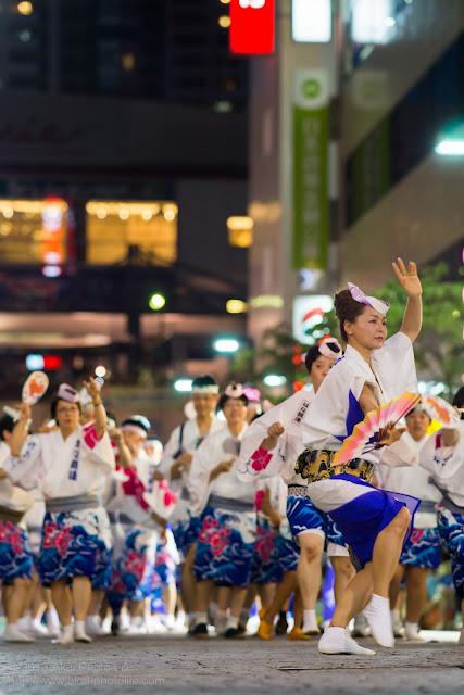 三鷹阿波踊り はな親連の女性達の男踊り