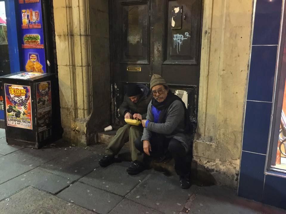 Video Gelandangan Menangis Terima Burger Dari Ayah Emma Maembong di London