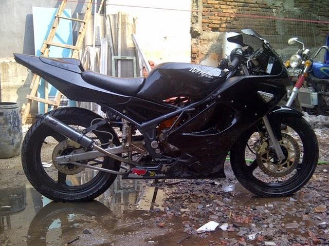 Modifikasi Kawasaki Ninja RR Hitam