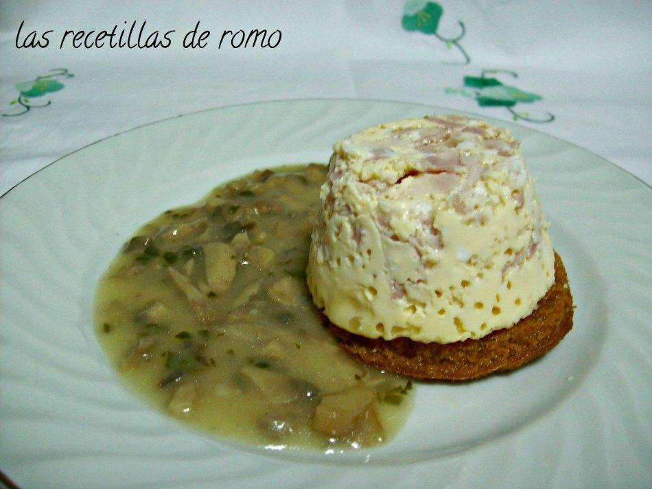 """huevos en molde con salsa de champiñones"""