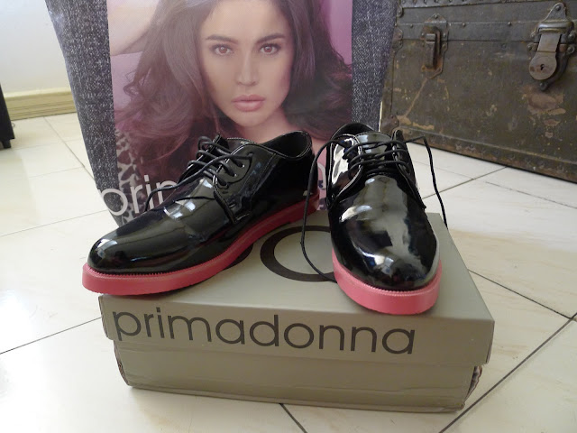 primadonna black patent lace up loafers with pink sole